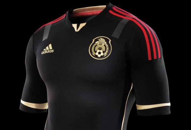 2baa3a5e1e8d6 La selección Sub 20 que dirige Juan Carlos Chávez apareció para modelar el  uniforme de local y la sub 17